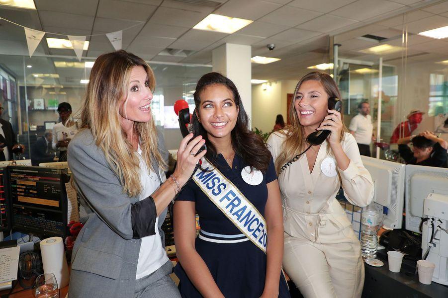 Sophie Thalmann, Vaimalama Chaves et Camille Cerf prennent la pose ensemble lors du Charity Day à Paris le 11 septembre 2019.