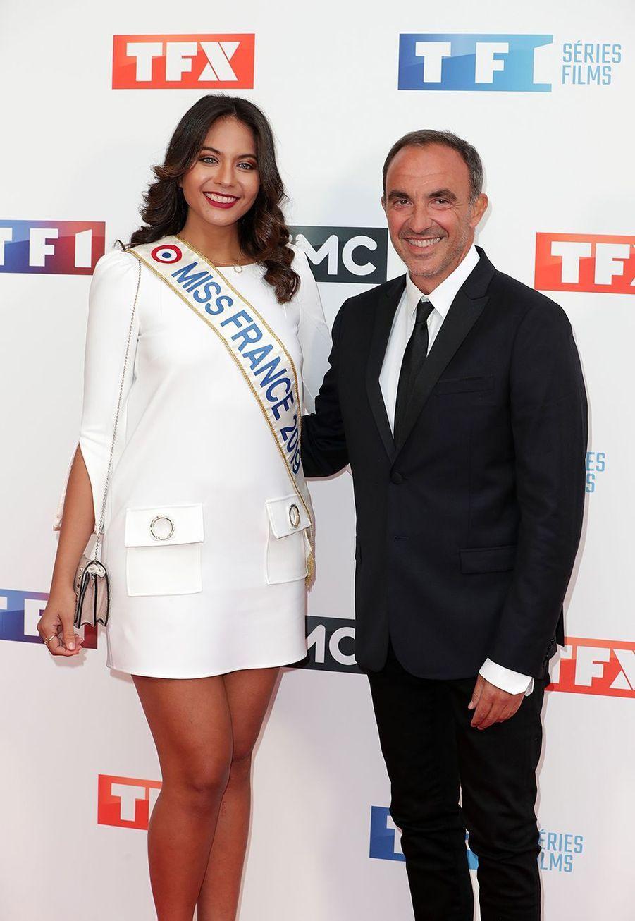 Vaimalama Chaves et Nikos Aliagas lors d'une conférence de presse pour TF1 au Palais de Tokyo le 9 septembre 2019.