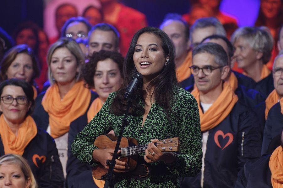 Vaimalama Chavesinterprète une chanson pour le Telethon, à Paris le 7décembre 2019.