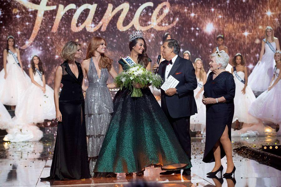 Vaimalama Chaves est couronnée Miss France 2019 à Lille le 15 décembre 2018.