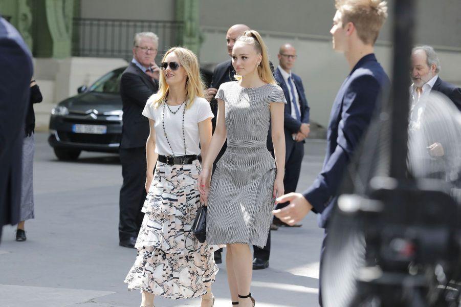 Vanessa Paradis et Lily-Rose Depp au défilé Chanel Haute couture à Paris le 3 juillet 2018
