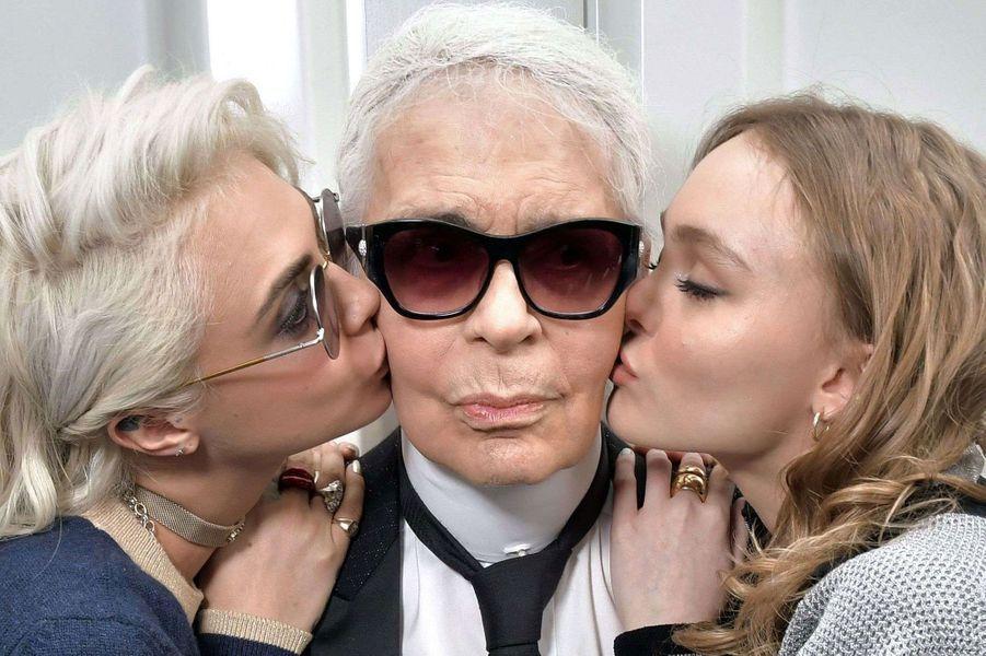 Cara Delevingne, Karl Lagerfeld et Lily-Rose Depp.