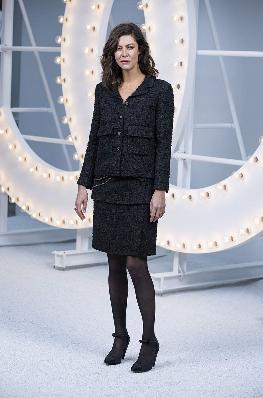 Anna Mouglalis au défilé Chanel lors de la Fashion Week à Paris le 6 octobre 2020