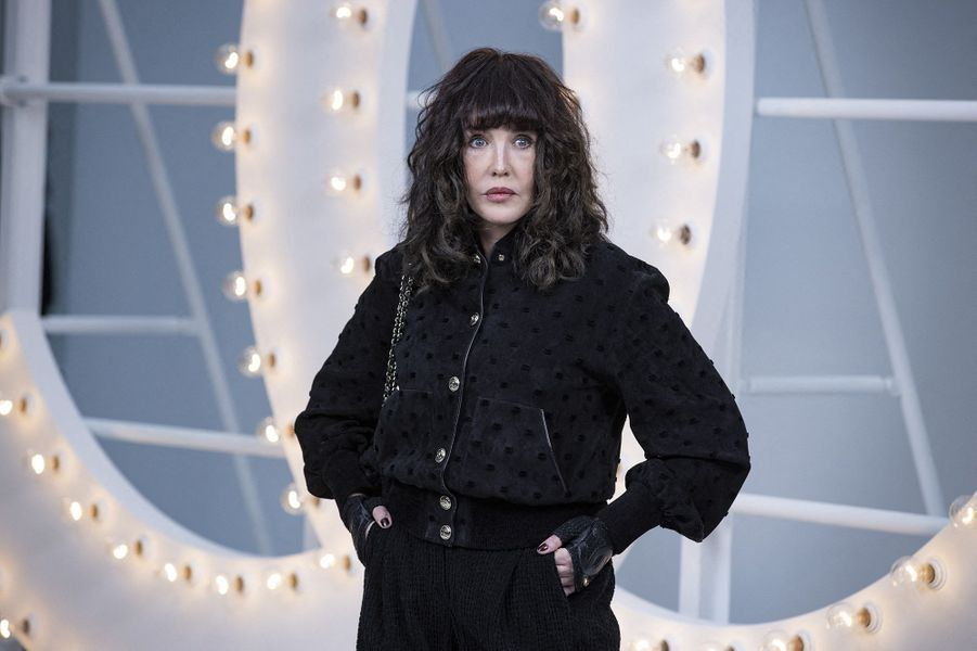 Isabelle Adjani au défilé Chanel lors de la Fashion Week à Paris le 6 octobre 2020
