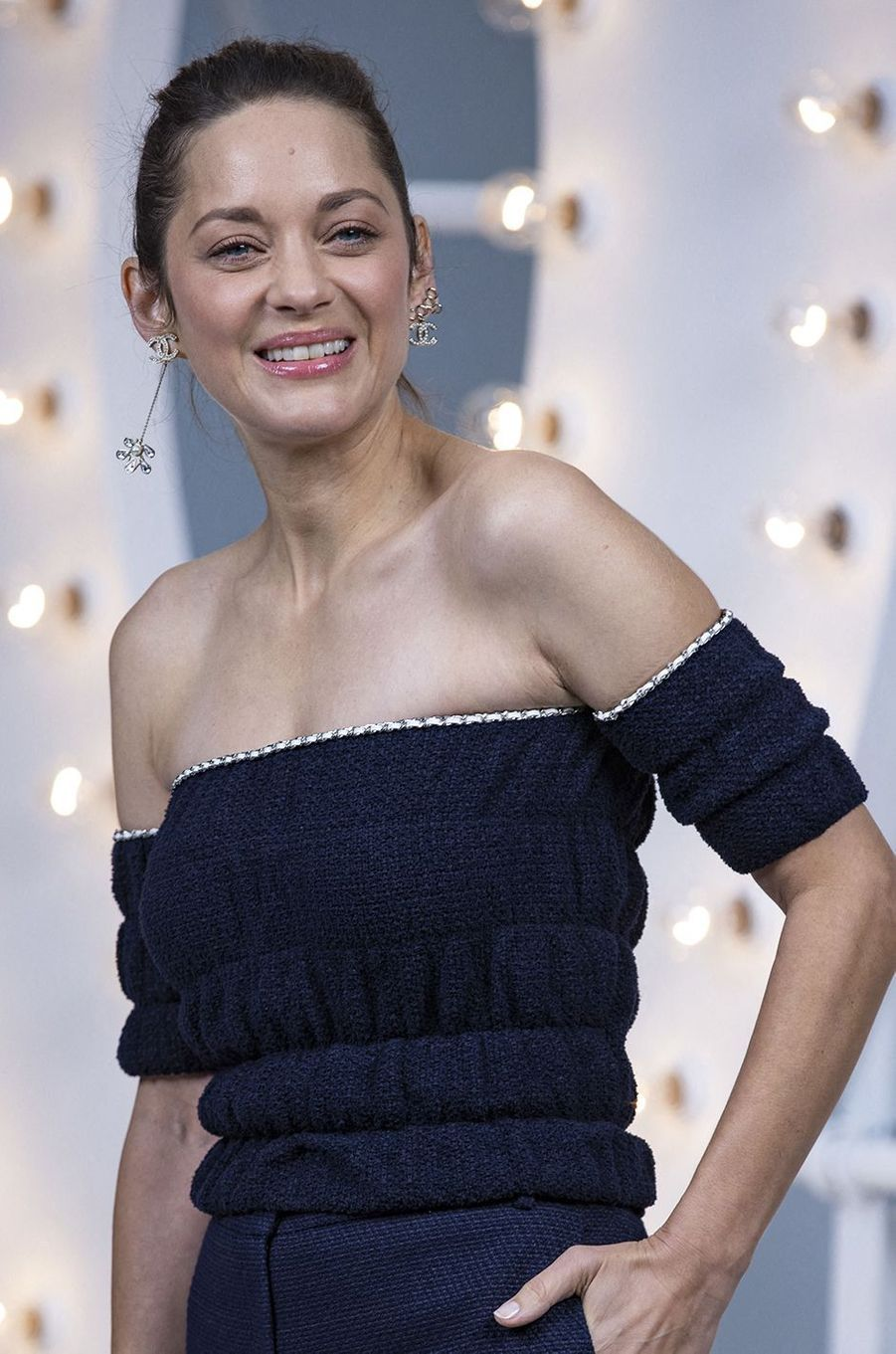 Marion Cotillard au défilé Chanel lors de la Fashion Week à Paris le 6 octobre 2020