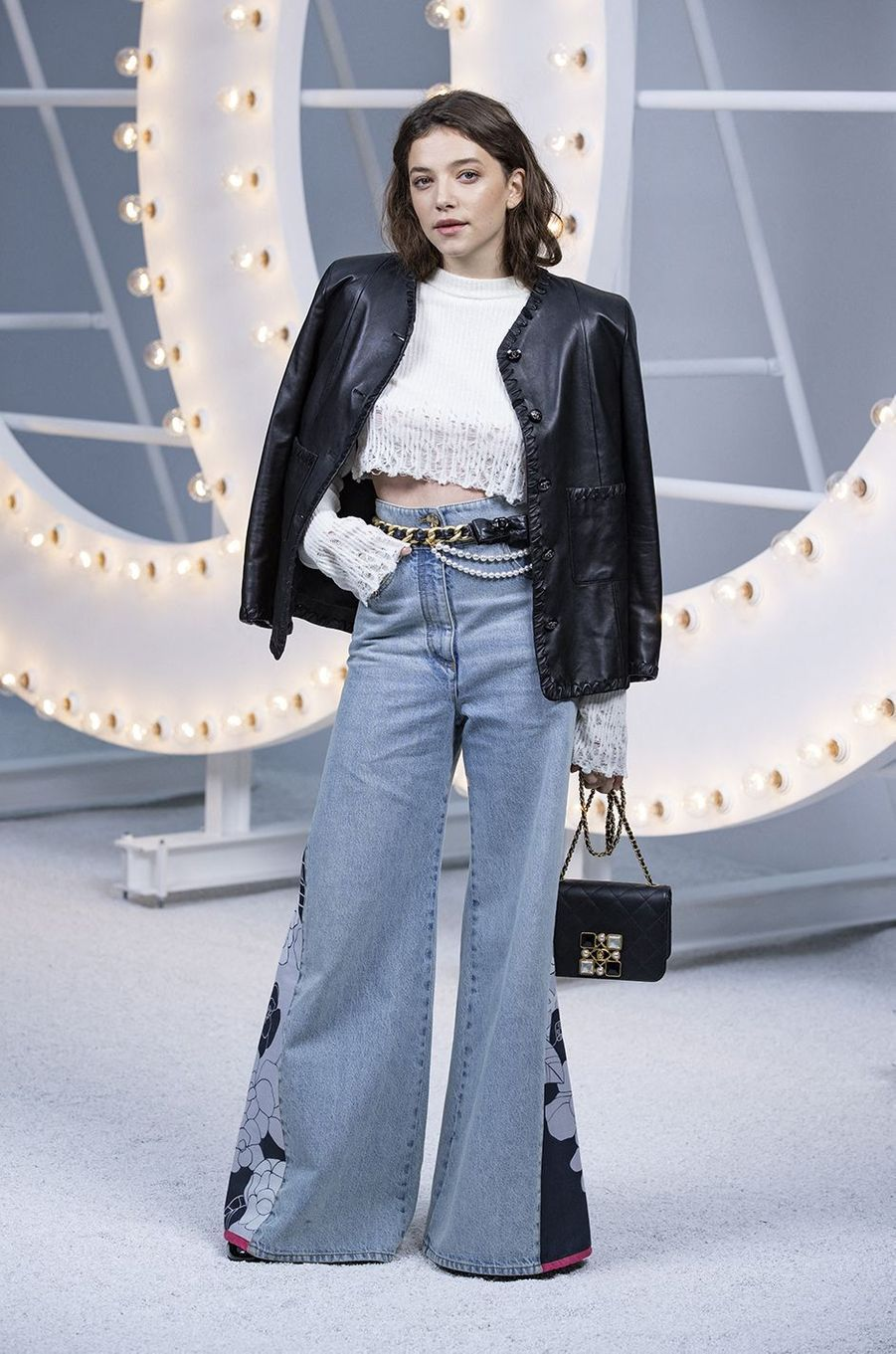 Zoé Adjani au défilé Chanel lors de la Fashion Week à Paris le 6 octobre 2020