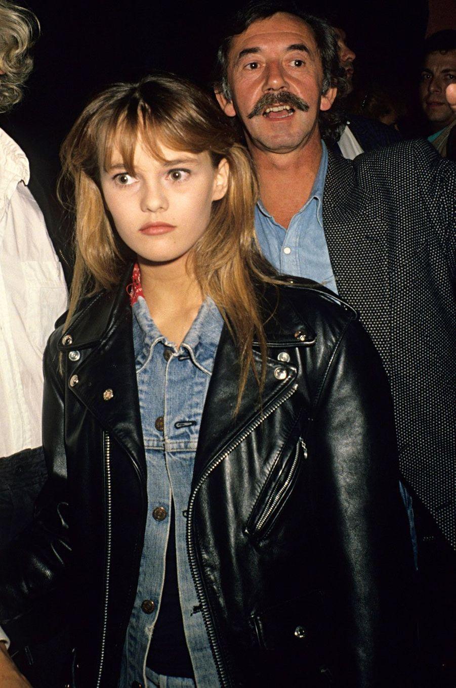 Vanessa Paradis avec son oncle Didier Pain à une soirée aux Bains Douches en 1987