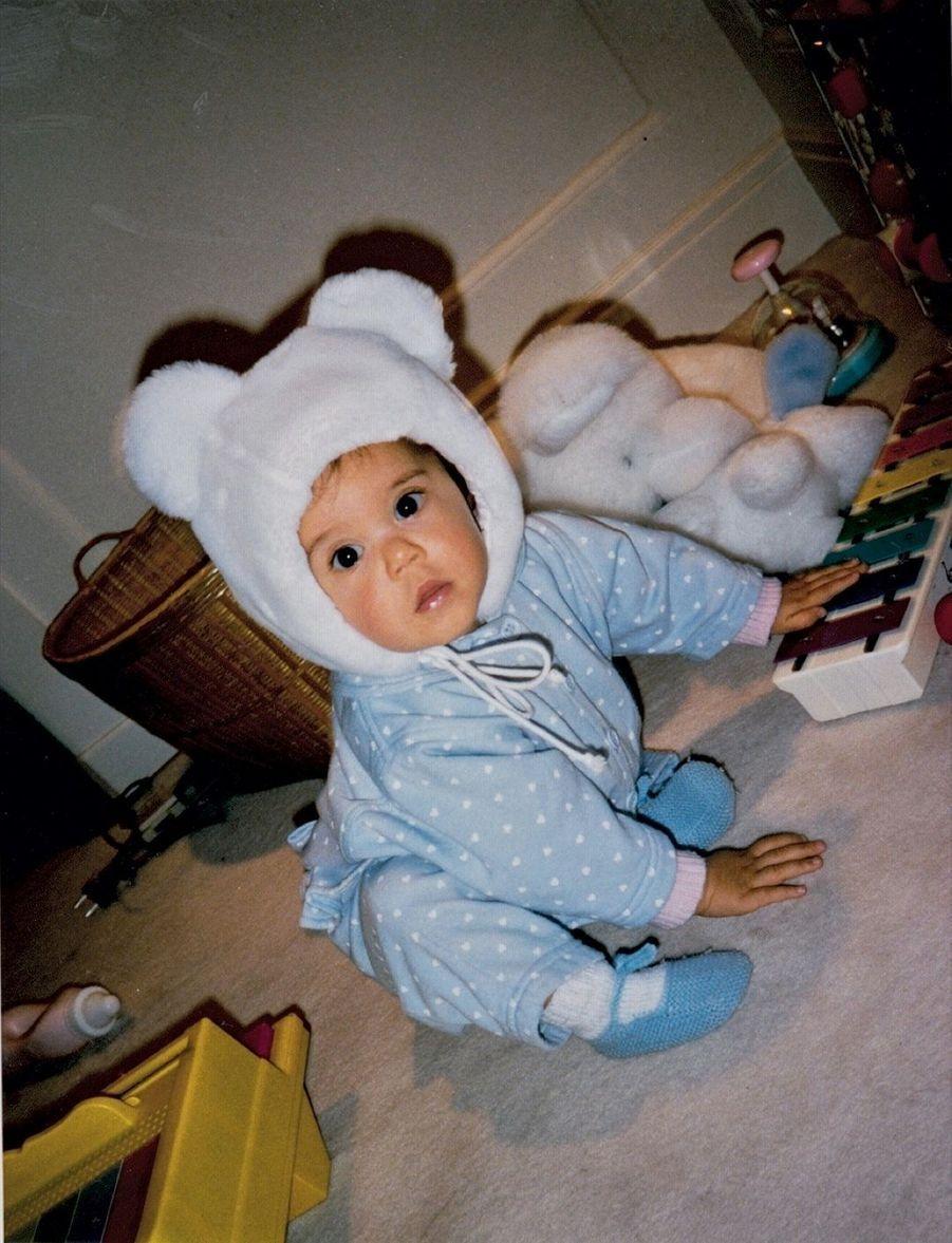 En 1989, Vanille, 1 an, troisième fille de Julien Clerc. Pour l'état civil, elle est Elisa, un prénom plus recevable.