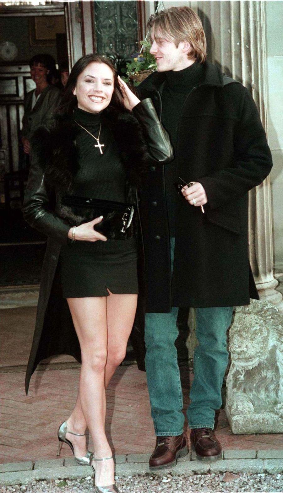 Victoria et David Beckham à Londres, le 25 janvier 1998
