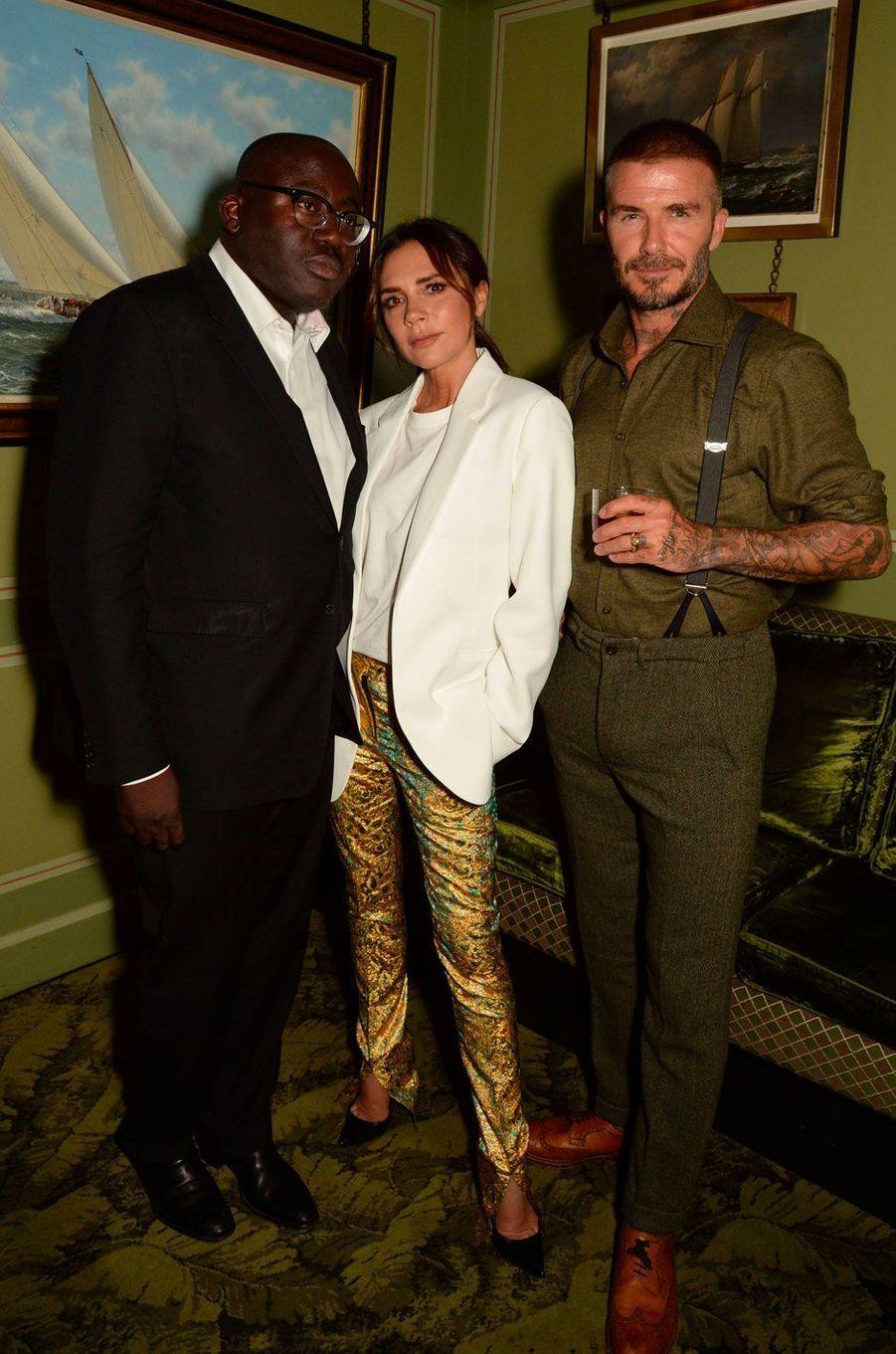 """Victoria et David Beckham avec Edward Enninful à la soirée anniversaire """"Victoria Beckham x Vogue"""", à Londres le 16 septembre 2018"""