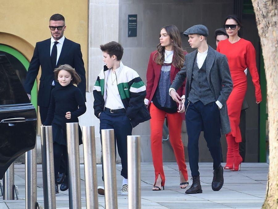 La famille Beckham à la sortie du défilé de Victoria Beckham lors de la London Fashion Week, le 17 février 2019