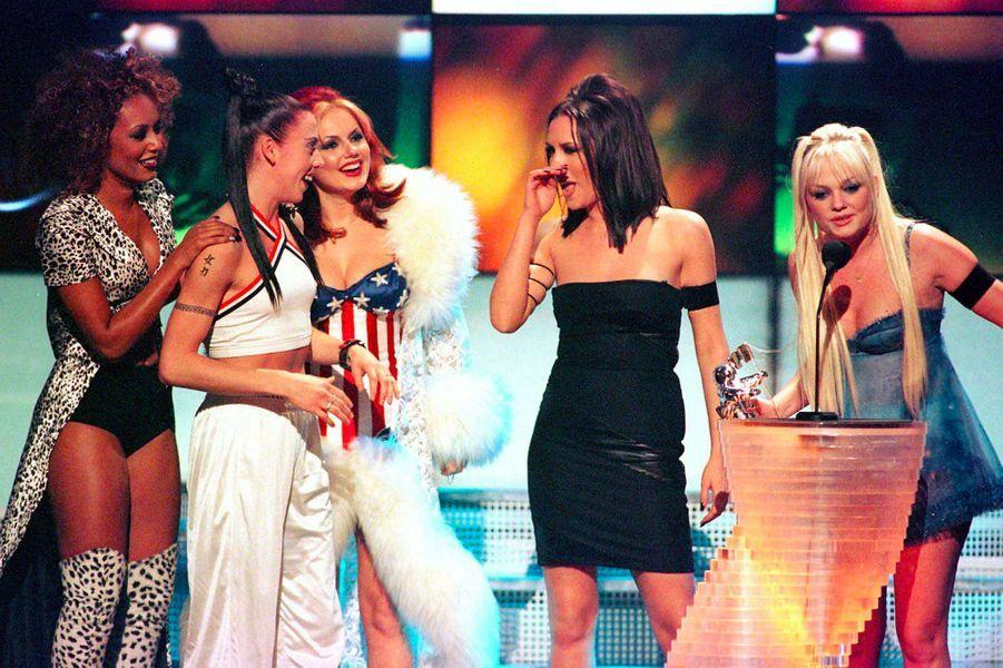 Victoria Beckham, aka Posh Spice, avec les Spice Girls sur scène le 5 septembre 1997
