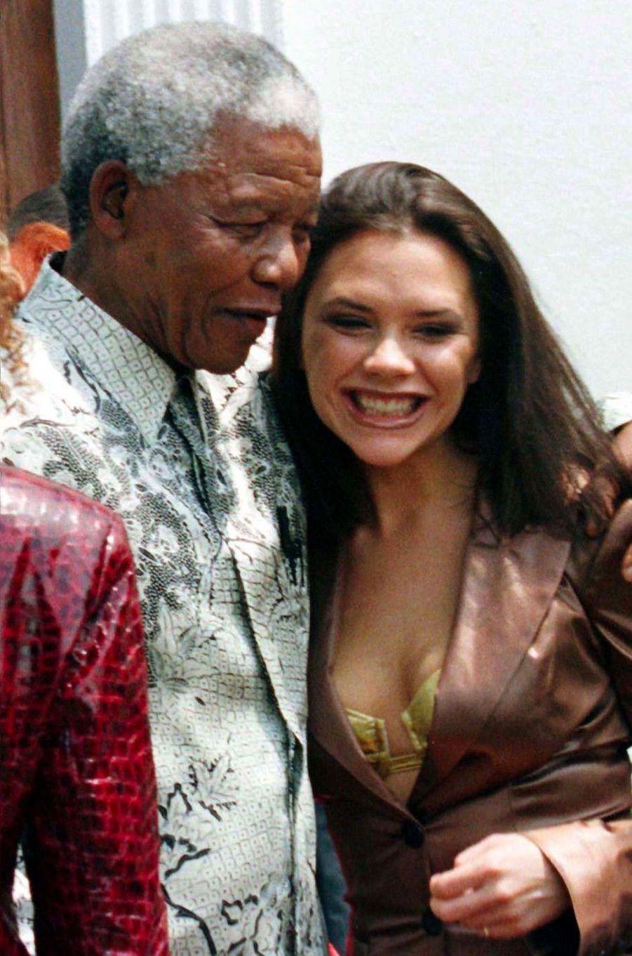 Victoria Beckham avec Nelson Mandela le 1 novembre 1997
