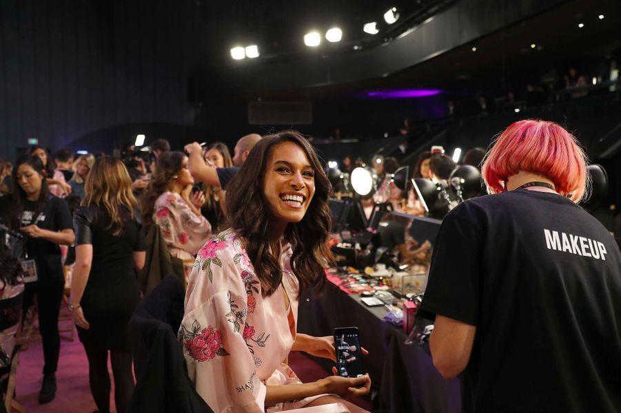 Cindy Bruna en coulisses du défilé Victoria's Secret à Shanghai