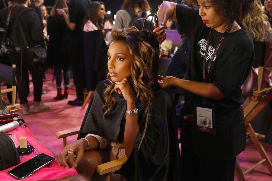Jasmine Tookes en coulisses du défilé Victoria's Secret à Shanghai