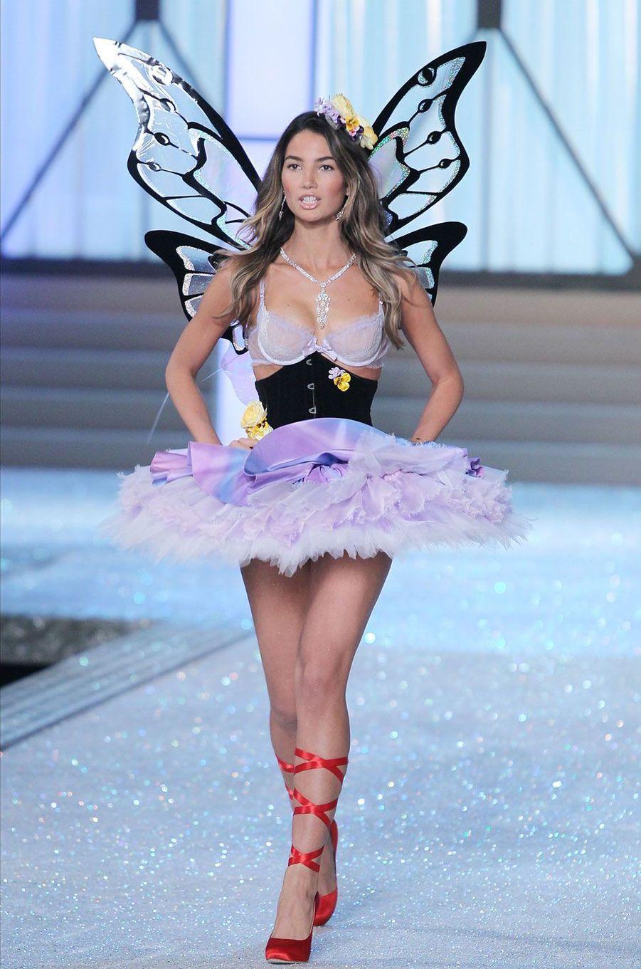 Lily Aldridge était enceinte alors qu'elle défilait pour le show Victoria's Secret en 2011