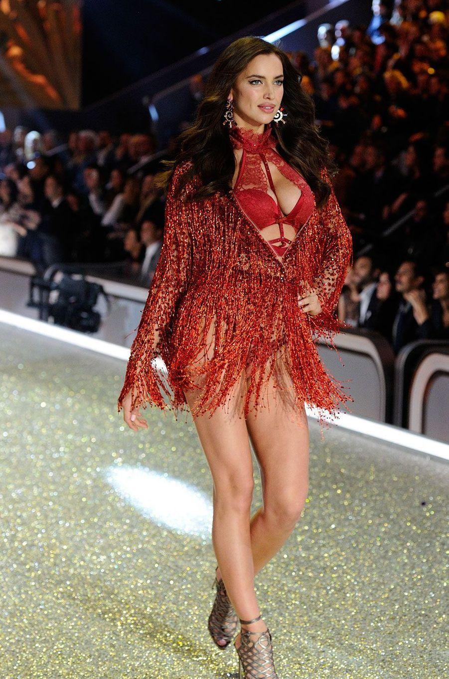 Irina Shayk était enceinte alors qu'elle défilait pour l'édition 2016 du show Victoria's Secret