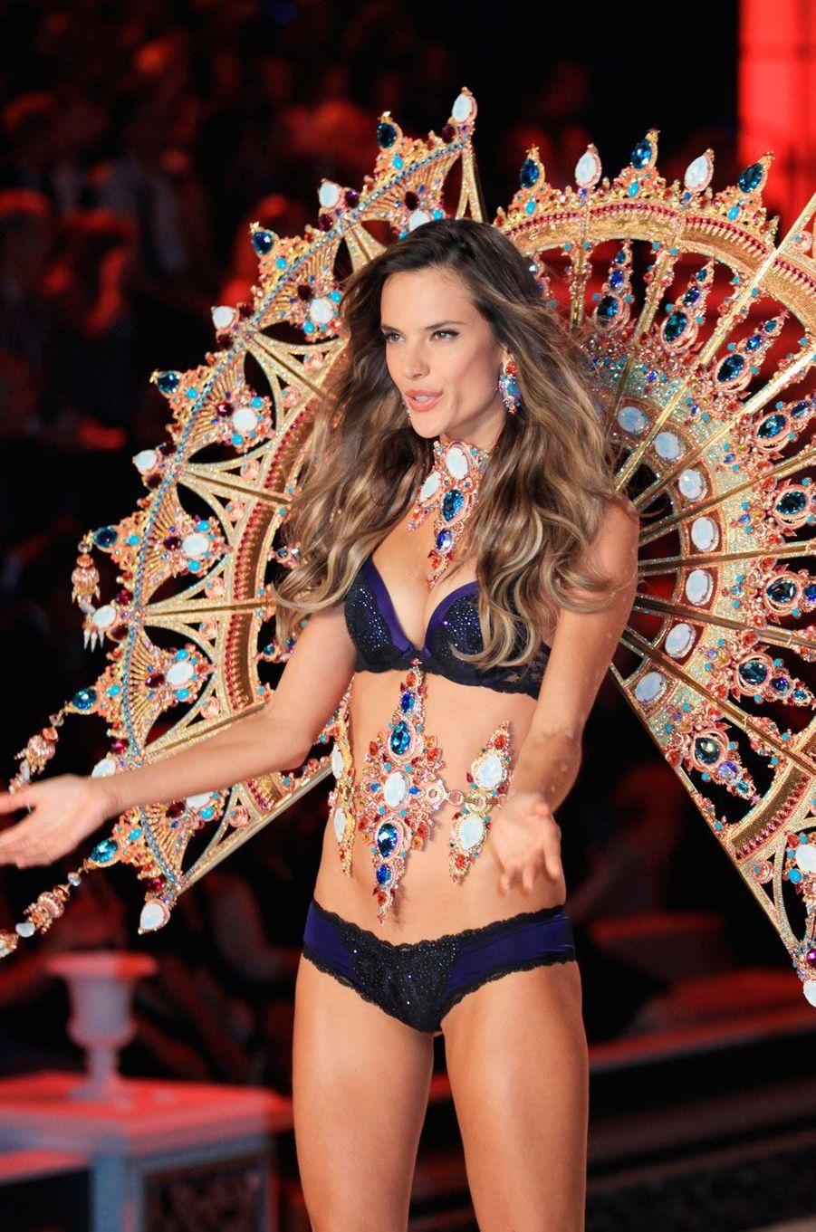 Alessandra Ambrosio était enceinte pour le show Victoria's Secret en 2011