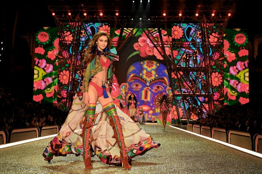 Gigi Hadid en vamp mexicaine.