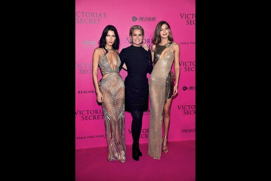 Bella et Gigi Hadid avec leur mère, Yolanda.