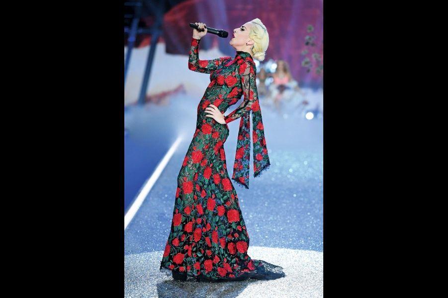 Lady Gaga (ci-dessus) et Bruno Mars ont été sollicités pour faire la BO du défilé.