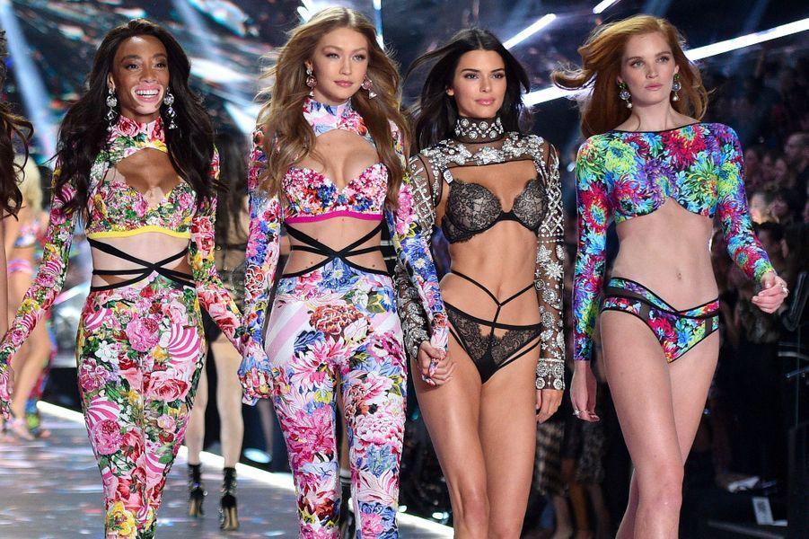 Winnie Harlow, Gigi Hadid, Kendall Jenner et Alexina Graham défilé Victoria's Secret 2018, à New York