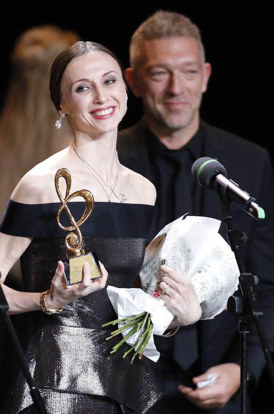 Vincent Cassel remet un prix àSvetlana Zakharova au Bolchoï, le 11 mars 2018.