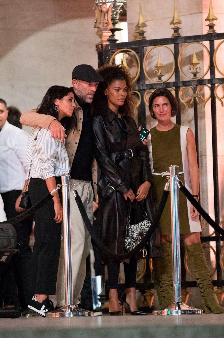 Tina Kunakey et Vincent Cassel avec Leïla Bekhti et Alessandra Sublet à la soirée Longchamp à l'Opéra Garnier, à Paris, mardi 11 septembre