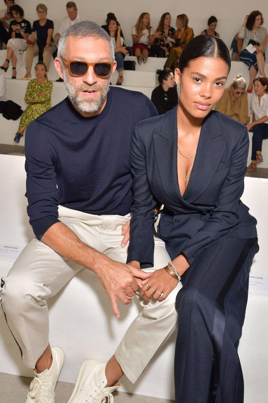 Vincent Cassel et Tina Kunakey au défilé Roberto Cavalli à Milan le 22 septembre 2018