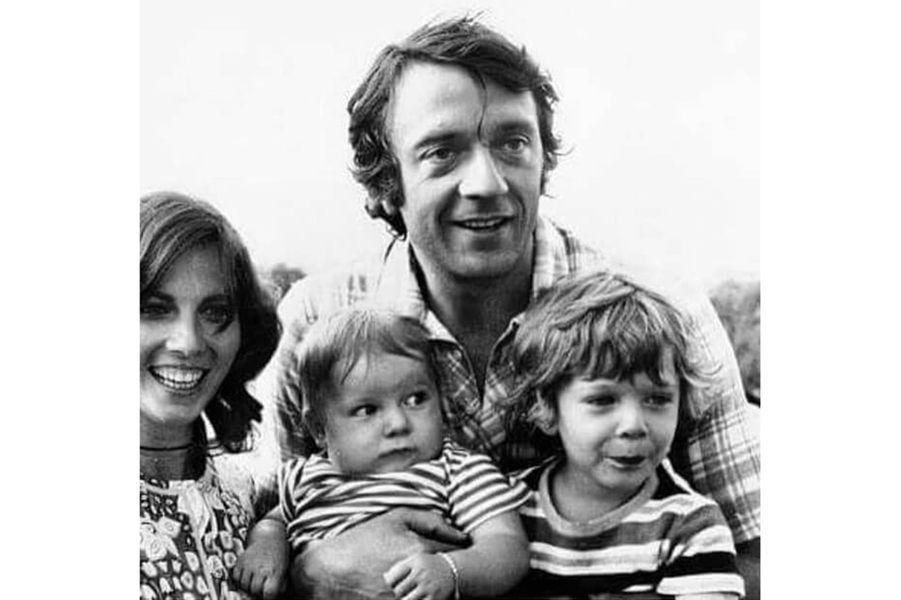 Vincent Cassel avec son père Jean-Pierre, sa mère Sabine et son frère Mathias quand il était enfant