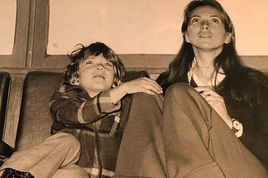 Vincent Cassel, avec sa mère Sabine, quand il était enfant