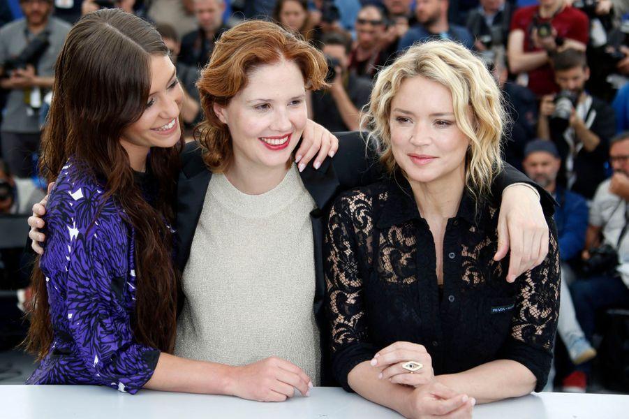 Adèle Exarchopoulos, Justine Triet et Virginie Efira au Festival de Cannes le 25 mai.