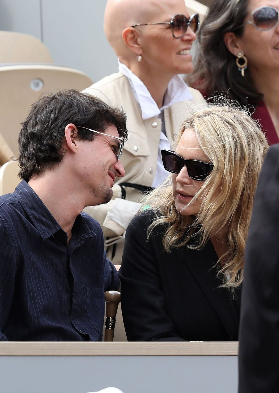 Niels Schneider et Virginie Efira à Roland-Garros le 8 juin 2019