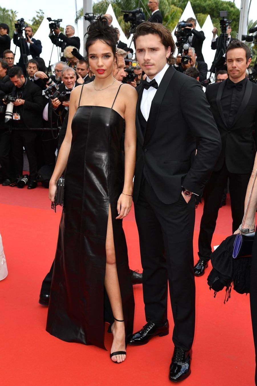 Hana Cross et Brooklyn Beckham lors de la montée des marches du film «Once Upon A Time In Hollywood» à Cannes le 21 mai 2019