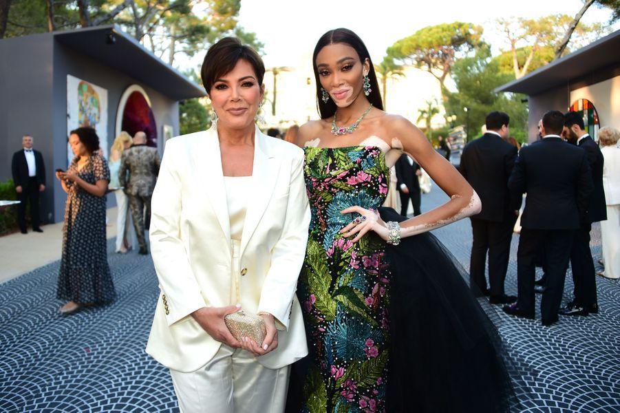 Winnie Harlow et Kris Jenner lors duGala de l'amFAR à Cannes, le 23 mai 2019