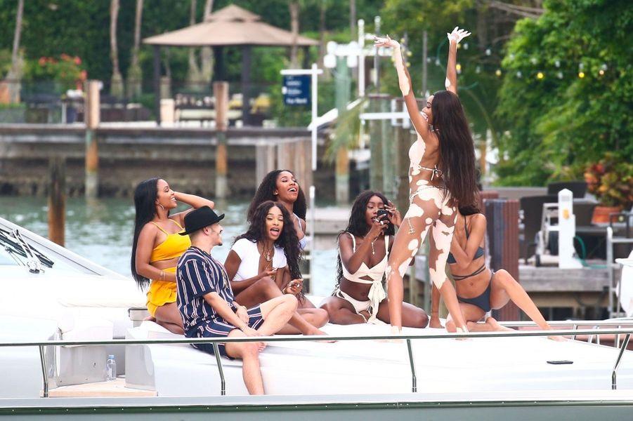 Winnie Harlow et ses amies à Miami en juillet 2018