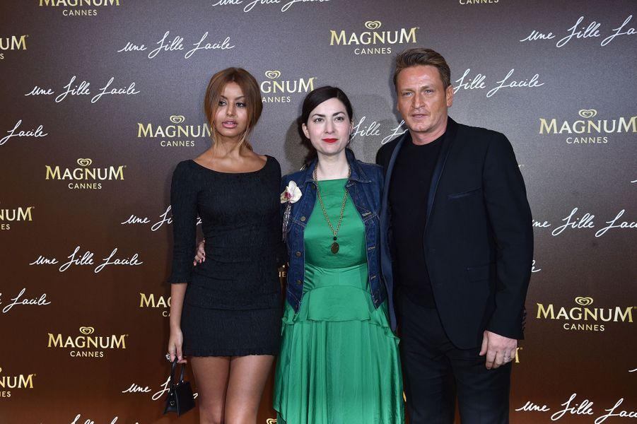 Zahia Dehar, Rebecca Zlotowski et Benoît Magimelà la soirée du film «Une fille facile» sur la plage Magnum lors du 72e Festival de Cannes le 20 mai 2019
