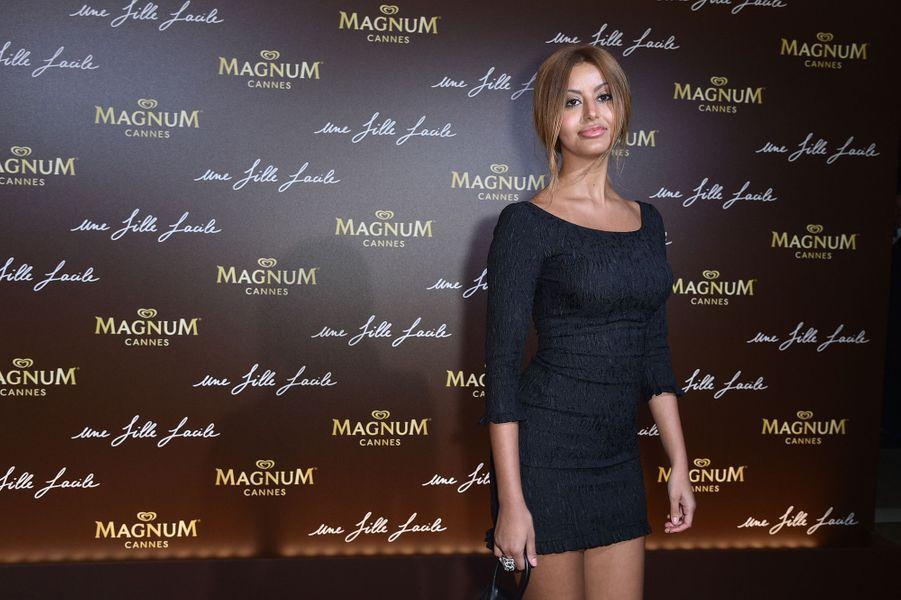 Zahia Deharà la soirée du film «Une fille facile» sur la plage Magnum lors du 72e Festival de Cannes le 20 mai 2019