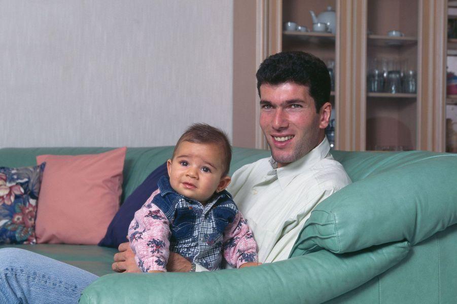 Zinédine Zidane et son fils Enzo dans les années 90