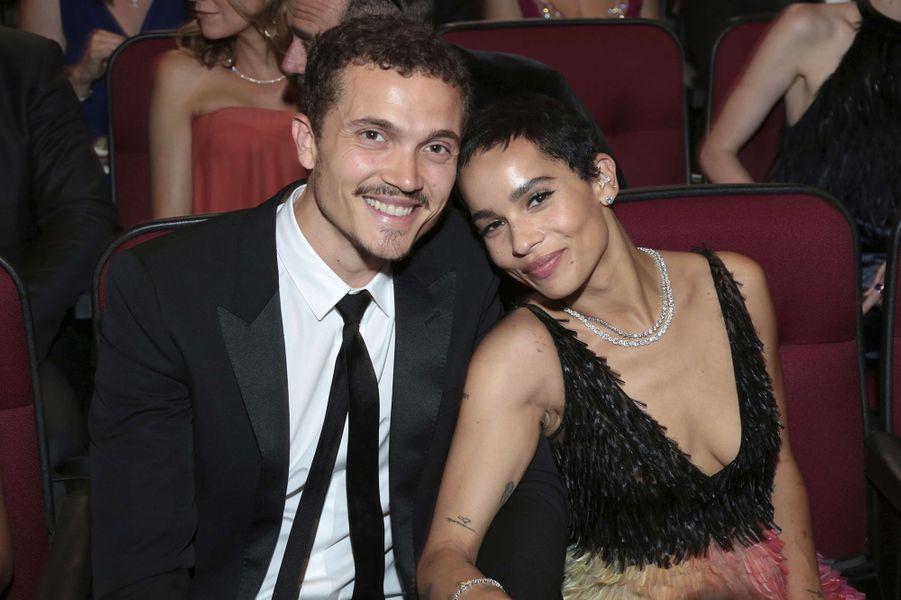 Karl Glusman et Zoë Kravitz aux Primetime Emmy Awards à Los Angeles en septembre 2017