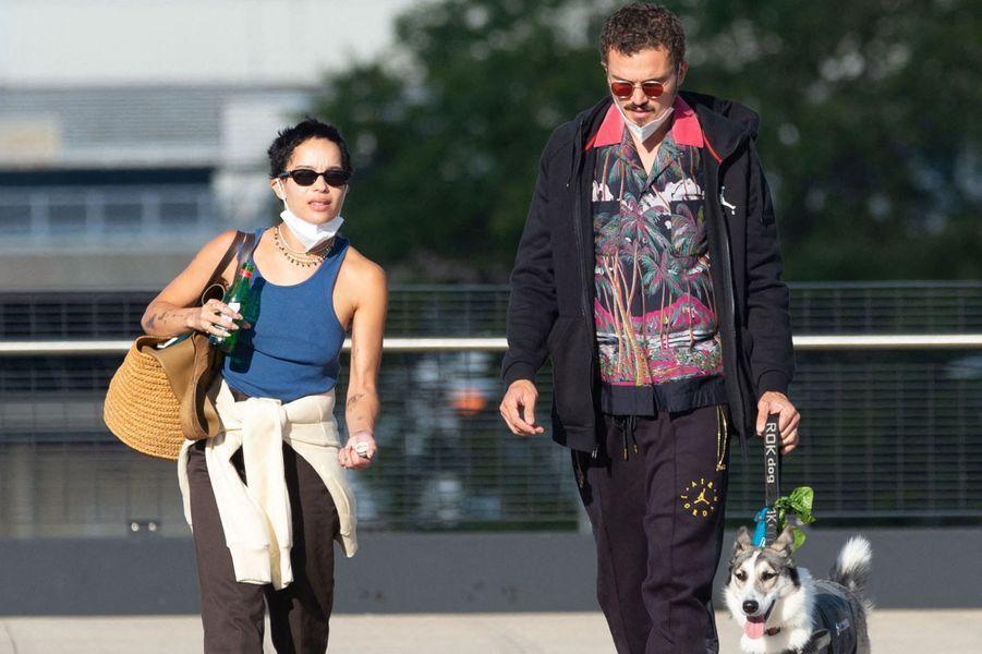 Zoë Kravitz et Karl Glusman à l'aéroport de New York-JFK en août 2020
