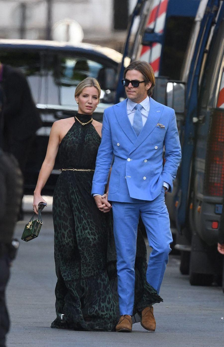 Annabelle Wallis et Chris Pinese rendentau mariage de Zoë Kravitz et Karl Glusman organisé à l'hôtel particulier de Lenny Kravitz à Paris le 29 juin 2019