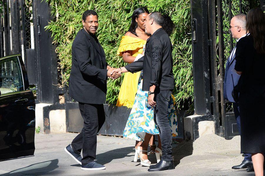 Denzel Washingtonse rendau mariage de Zoë Kravitz et Karl Glusman organisé à l'hôtel particulier de Lenny Kravitz à Paris le 29 juin 2019