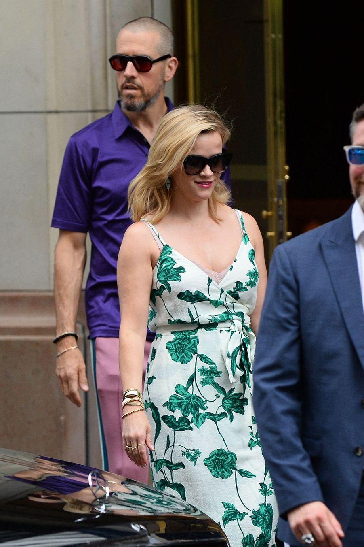 Reese Witherspoon et son mari Jim Toth à la sortie de leur hôtel parisien le 30 juin 2019