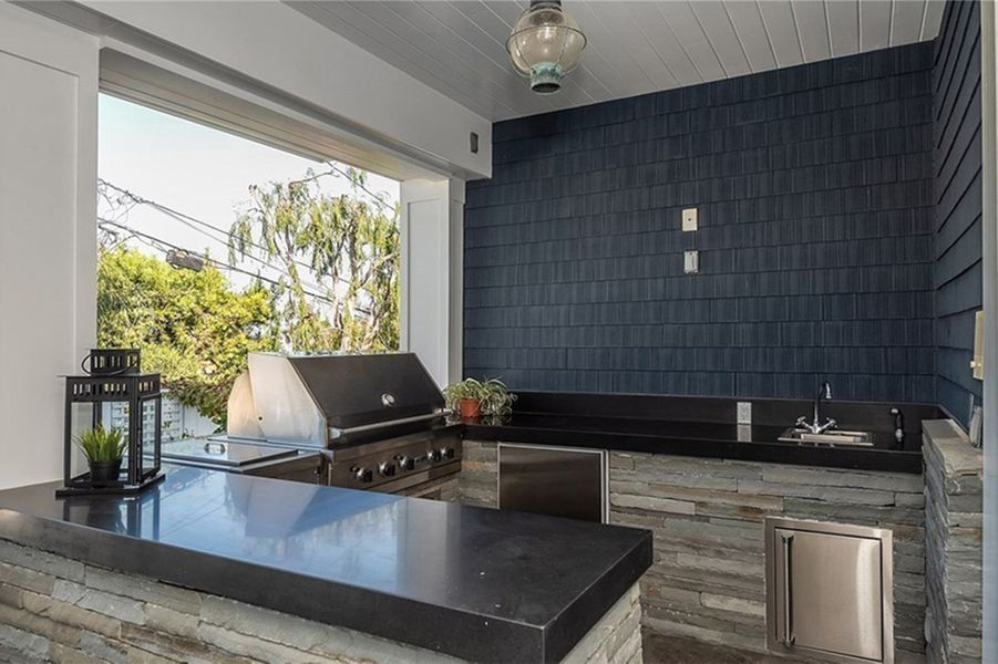 Zooey Deschanel met en vente sa maison de Manhattan Beach (Los Angeles) pour 5,9 millions de dollars. Novembre 2019.