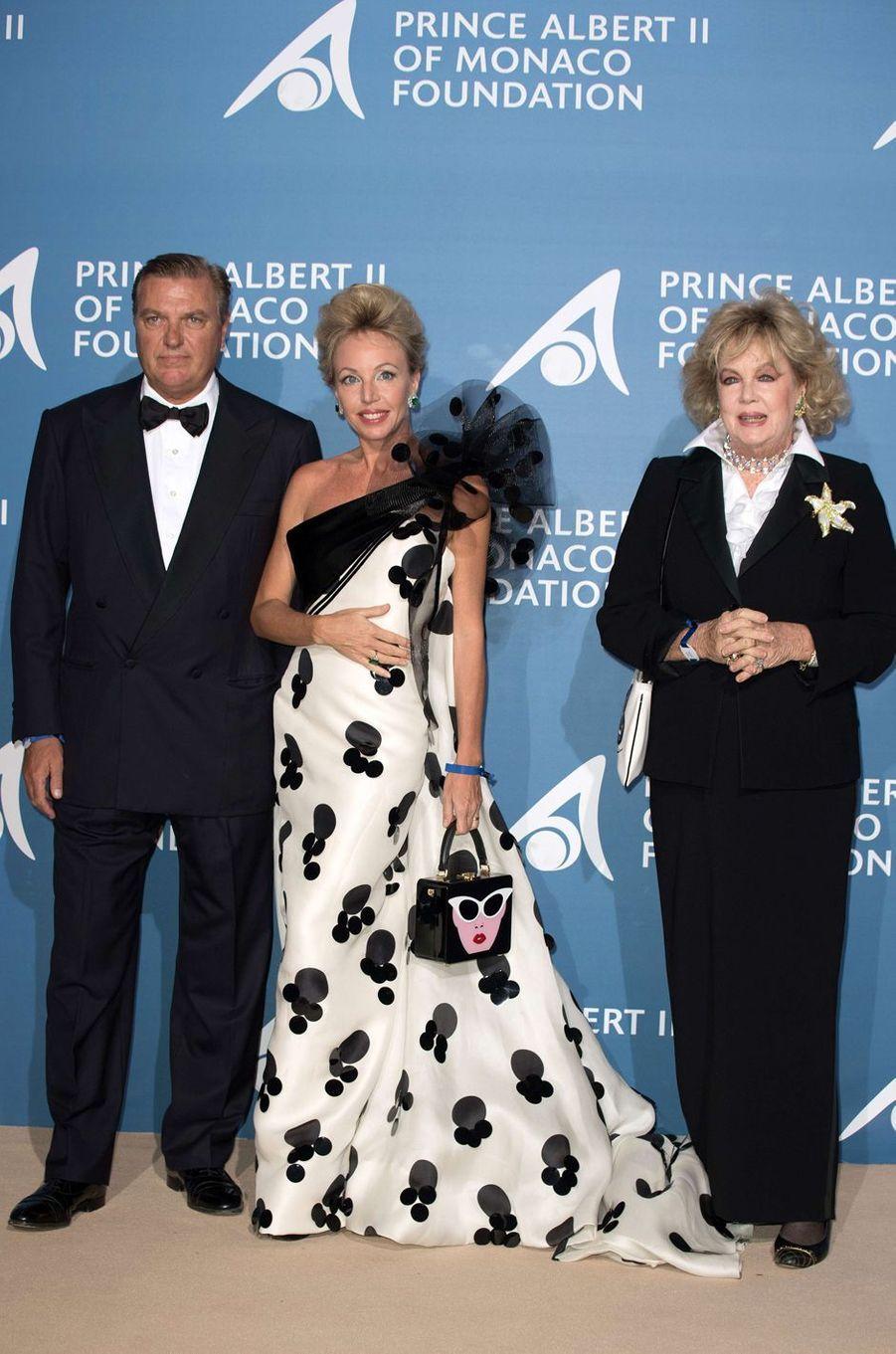 Le prince Charles de Bourbon des Deux Siciles, sa femme la princesse Camilla et la mère de celle-ci Edy Vessel au Monte-Carlo Gala pour l'Océan à Monaco, le 28 septembre 2017