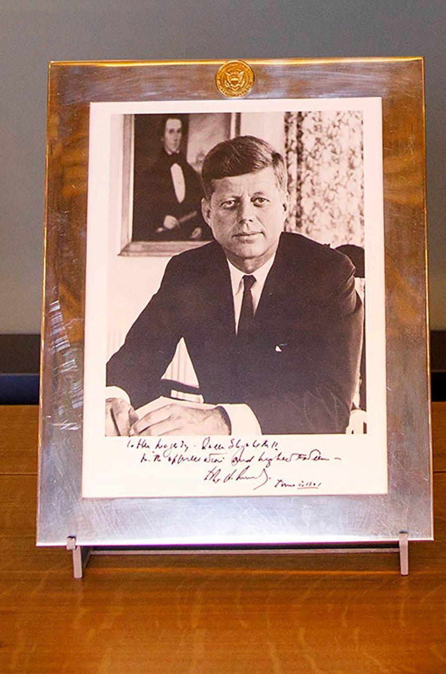 Portrait de John Fitzgerald Kennedy dédicacé