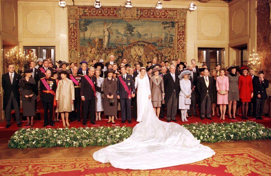 Mathilde d'Udekem d'Acoz et le prince Philippe de Belgique, à Bruxelles le 4 décembre 1999, jour de leur mariage avec leurs familles et invités royaux
