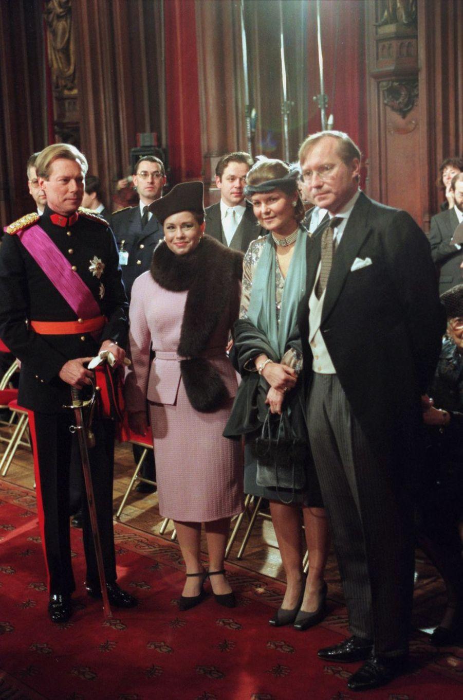 Le grand-duc héritier Henri, la grande-duchesse héritière Maria Teresa, la princesse Margaretha et le prince Jean de Luxembourg, à Bruxelles le 4 décembre 1999