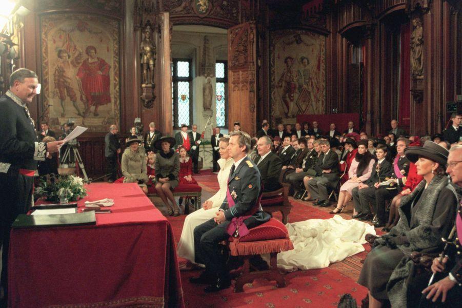 Mathilde d'Udekem d'Acoz et le prince Philippe de Belgique, à l'Hôtel de Ville de Bruxelles le 4 décembre 1999, jour de leur mariage